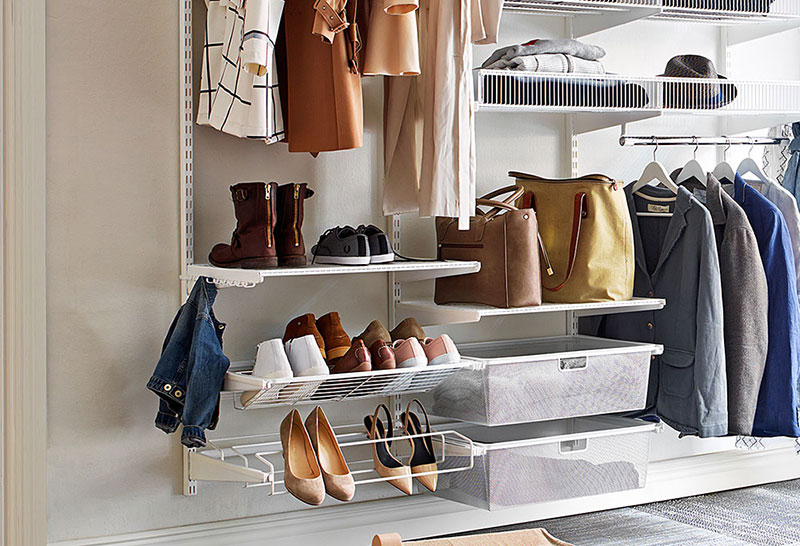 Effective storage with room for shoes and hanging clothes in the hall